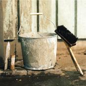 左官ブラシ、工事用トタンバケツ