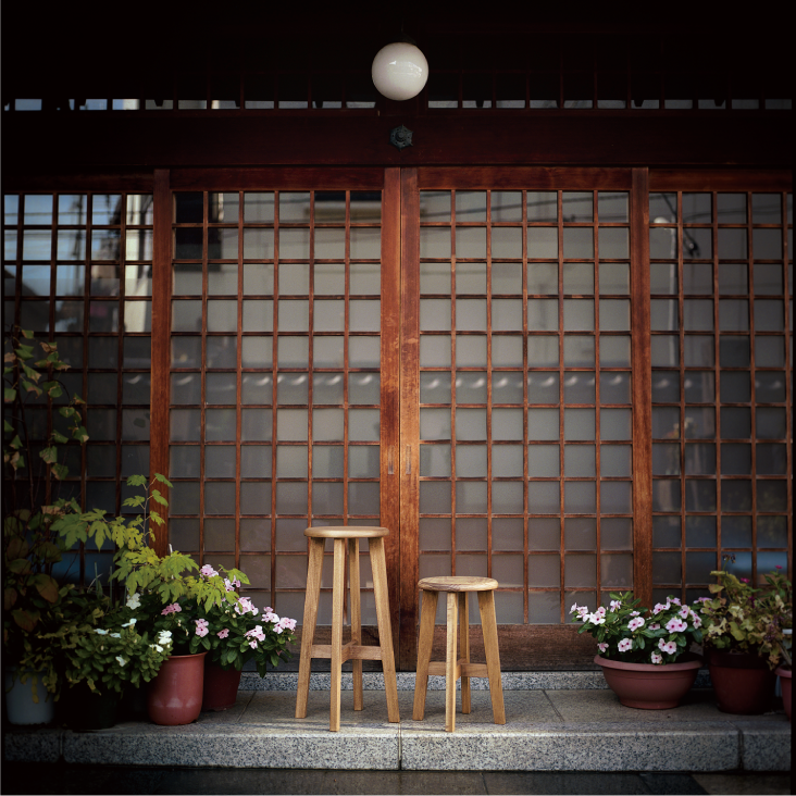 日本の丸椅子(大小)