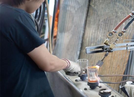飲み屋の厚口グラス