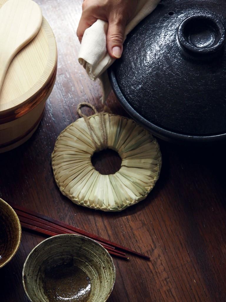 イナワラ鍋敷き